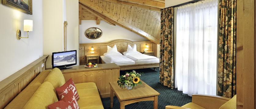 Hotel zum Hirschen, Zell am See, Austria - double bedroom.jpg